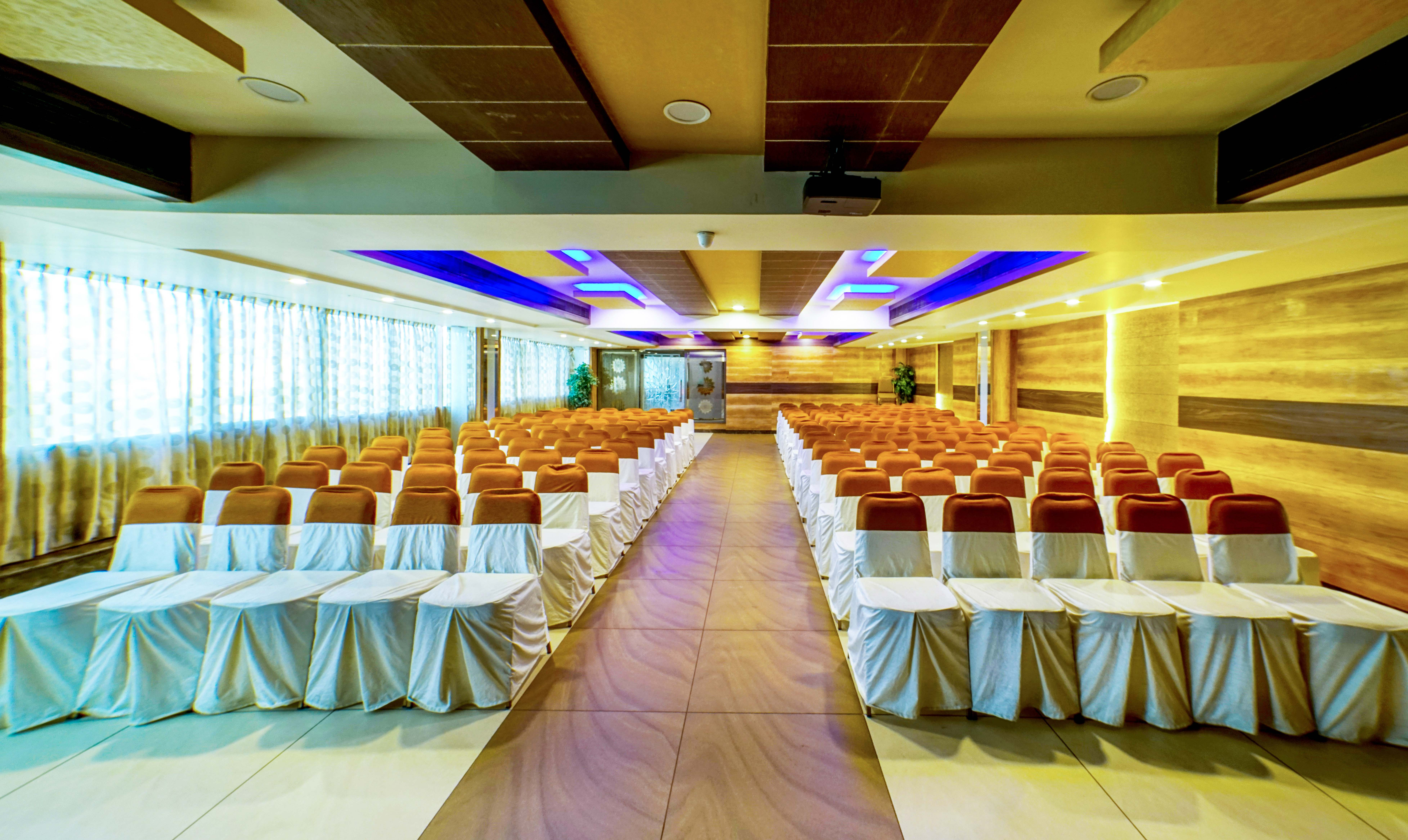 Hotels in Bangalore for Unmarried Couples | Tariff ₹799